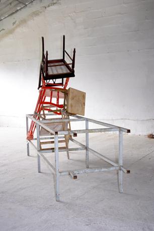 """® NÚRIA FUSTER// """"SALTO 15″ (2007) MADERA Y HIERRO PINTADO. 220×450x150cm."""
